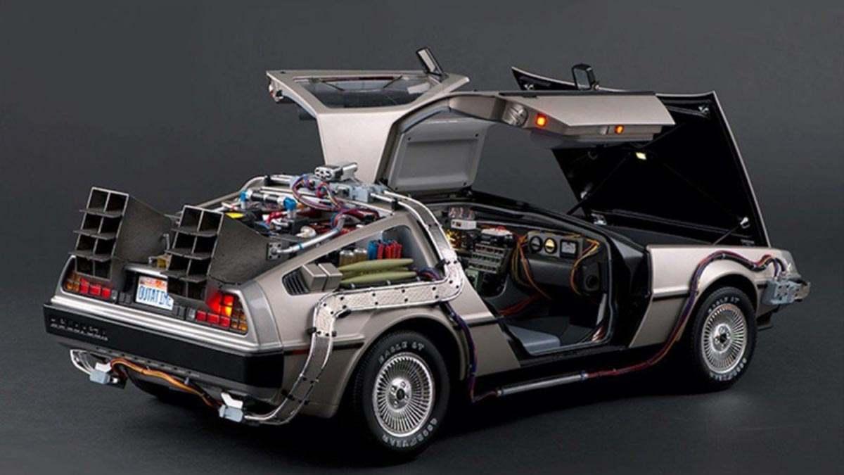 """DeLorean из """"Назад в будущее"""""""