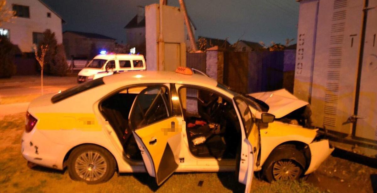 таксистка врезалась в трансформатор