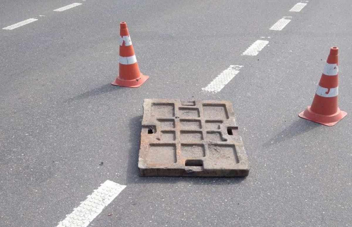плитка пробила дыру в МАЗе