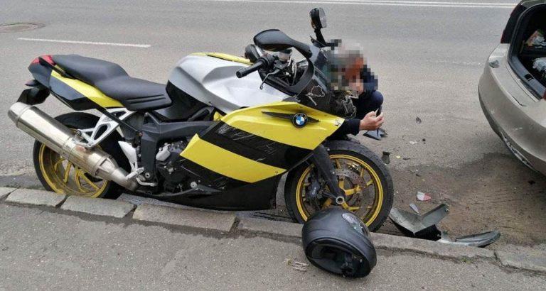 столкновение мотоцикла и легковушки на Калинина