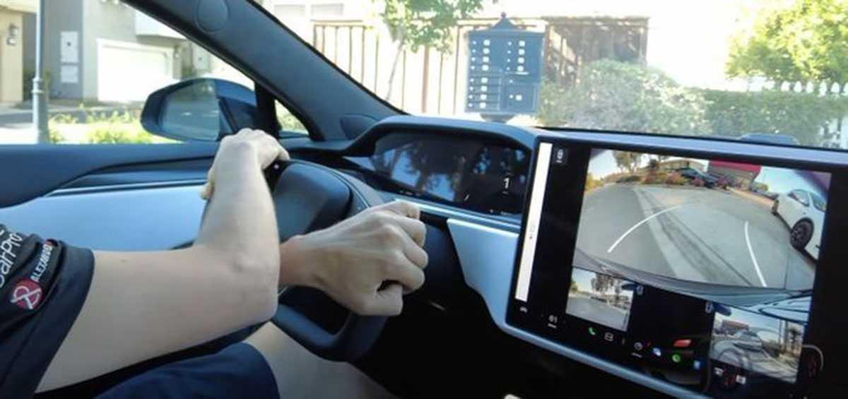 руль-штурвал Tesla