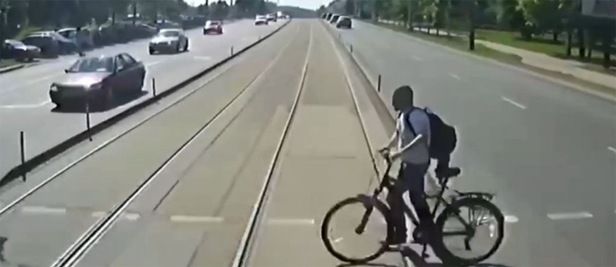 мужчина попал под трамвай