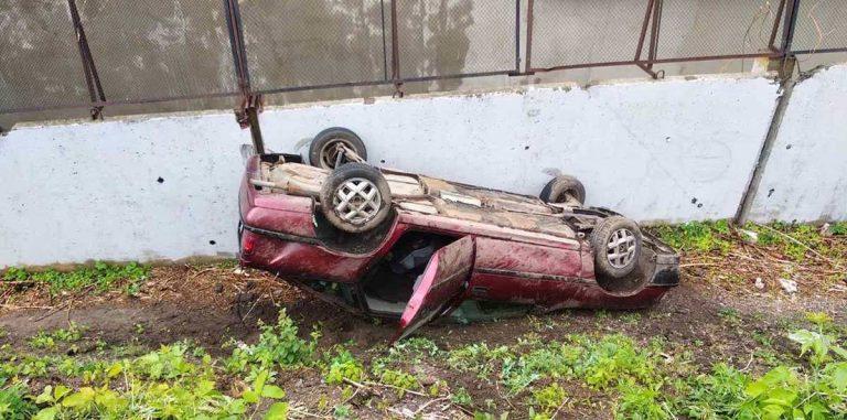Opel свалился с путепровода