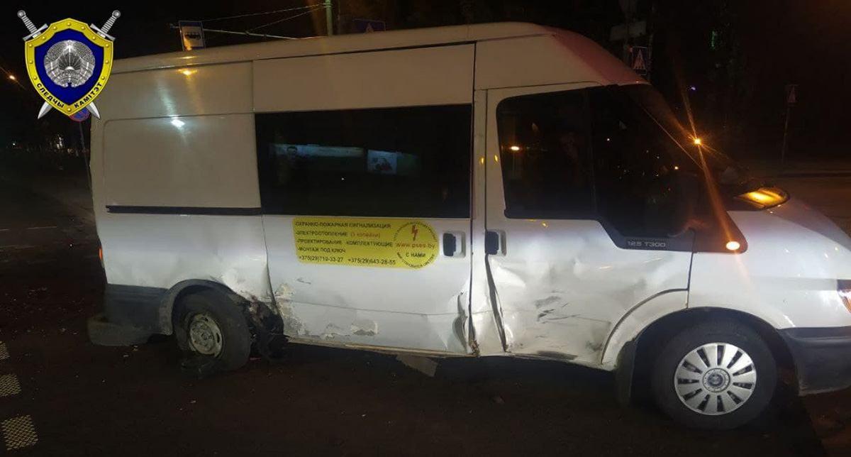мотоциклист врезался в микроавтобус