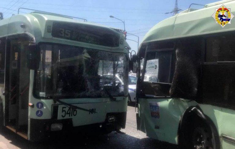 столкновение двух троллейбусов