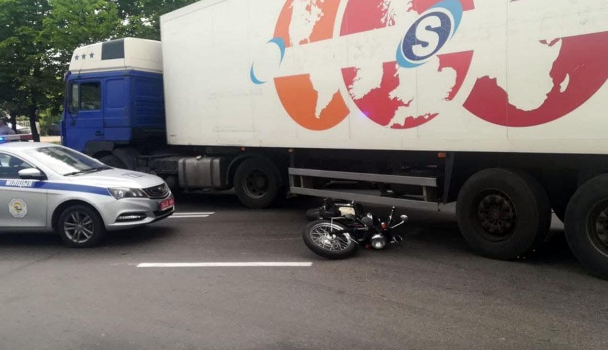 мотоциклист попал под фуру