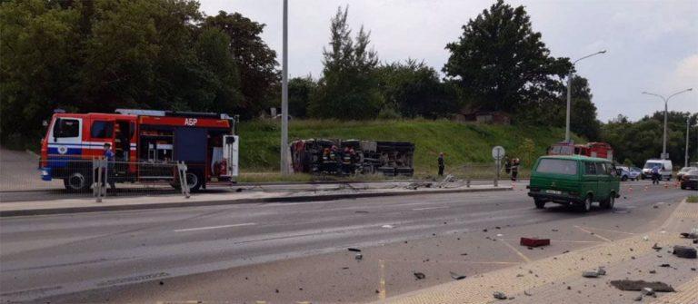На улице Чижевских в Минске опрокинулся грузовик