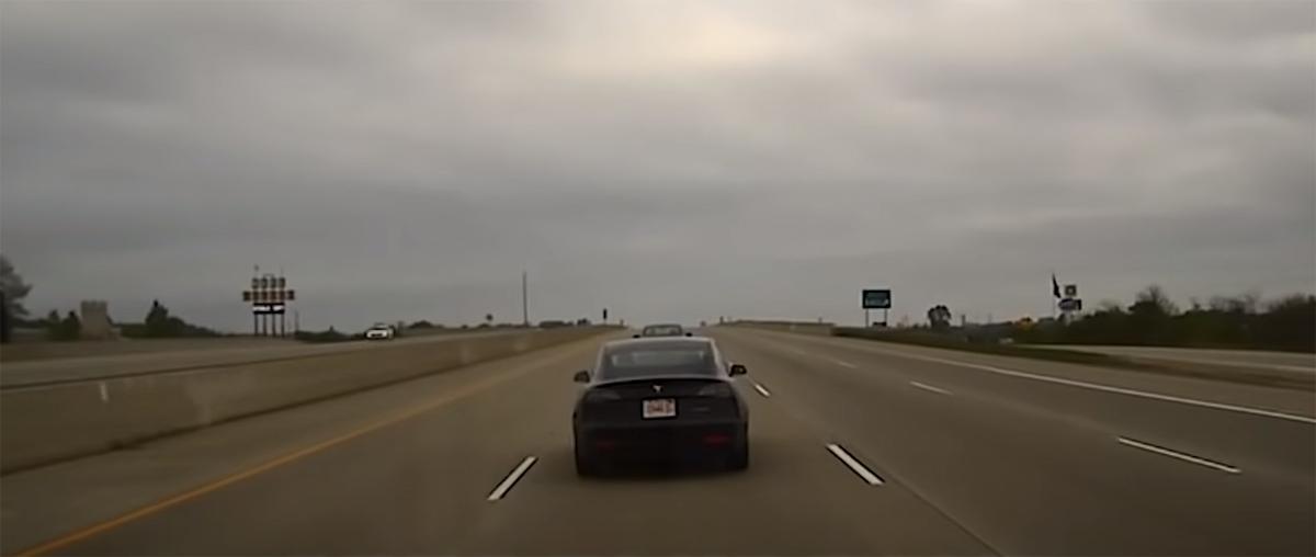 водитель Tesla уснул