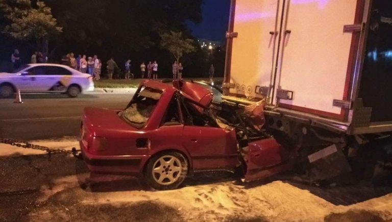 Audi влетел в грузовик