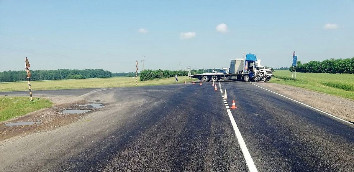 ДТП с двумя грузовиками