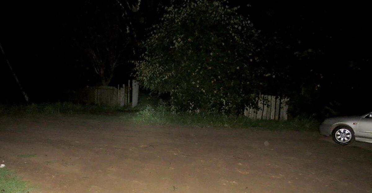 женщина выпала из автомобиля