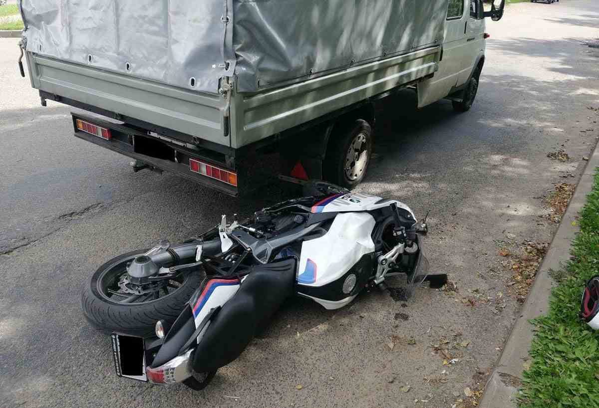 столкновение ГАЗели и мотоциклиста