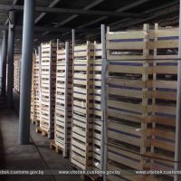 Витебские таможенники обнаружили 20 тонн свежих груш, спрятанных за смонтированной дверью